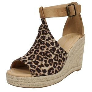 Shoes - Size 5.5 Natural Cheetah Perforated Ankle Strap